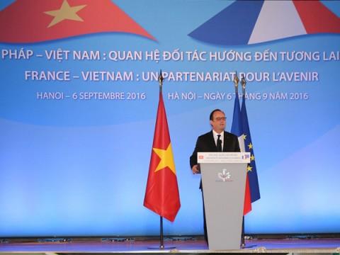 Tổng thống Hollande: mong người Việt sang Pháp học nhiều hơn