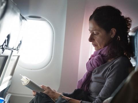 Những kinh nghiệm giúp bạn thoải mái khi đi máy bay đường dài